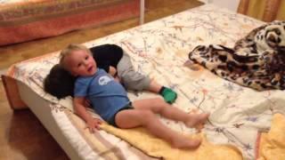 Борьба на кровате(, 2012-11-11T16:27:54.000Z)