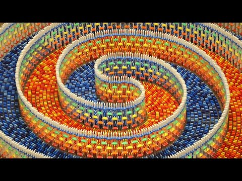 Thumbnail: THE AMAZING TRIPLE SPIRAL (15,000 DOMINOES)