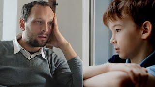 видео: Родители бросили маленького мальчика. Когда он вырос и разбогател его ждал неожиданный визит.