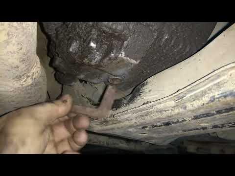 Замена масла в раздаточной коробке Nissan Liberty 1999 PNM12 SR20DE