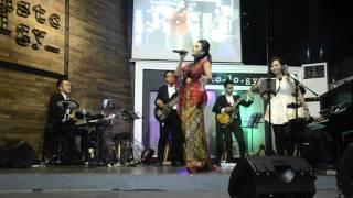 Krisdayanti - Flashlight - Jessie J ( Krisdayanti Show - Nestcology, Semarang )