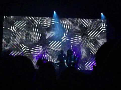 LEFTFIELD ROCKS THE APOLLO MANCHESTER 20/MAY/17 PART 1