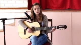 Девушка поет Кавер на песню под гитару Агата Кристи Би 2 А мы не ангелы парень
