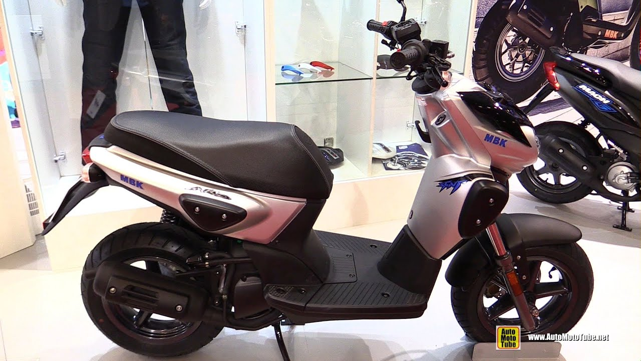 2016 mbk stunt naked 50cc scooter walkaround 2015 salon de la moto paris youtube. Black Bedroom Furniture Sets. Home Design Ideas