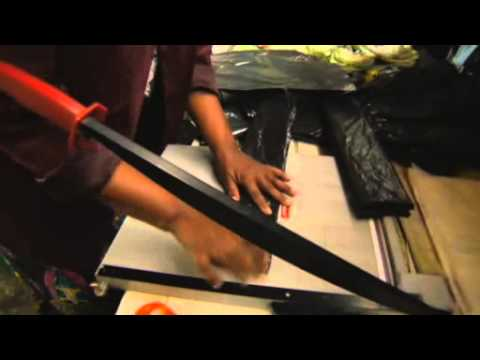Empresa cria mochilas com energia solar portátil para alunos sul-africanos