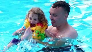 CEA MAI FERICITA FETITA!   Melissa la Aqua Parkul din Mamaia
