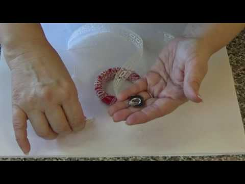 DIY Make a Wreath Ornament From Curtain Rings (part 2)