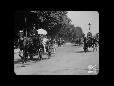 1898 - Victorian Street Traffic on the Champs-Élysées, Paris (speed corrected w/ added sound)
