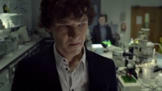 Доктор Ватсон знакомится с Шерлоком.1 сезон, 1 серия. Этюд в розовых тонах.