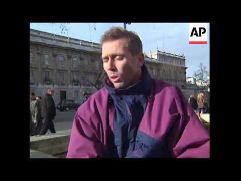UK: LONDON: ANGRY GULF WAR VETERANS HAND BACK MEDALS
