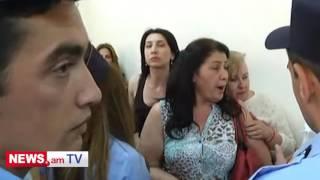 Քաշքշուկ դատարանում՝ Զարուհի Փոստանջյանի համակիրների և կարգադրիչների միջև