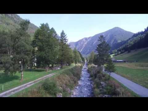 Vol au bord du Trient la rivière Valais Suisse.