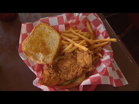 Country Boy Restaurant | Tennessee Crossroads | Episode 3230.1