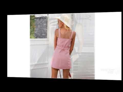 Сексуальное платье с открытой спиной.