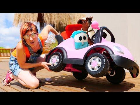 Новая серия ПРО МАШИНКИ на Капуки Кануки - Грузовичок Лева катается на машине - Видео для детей