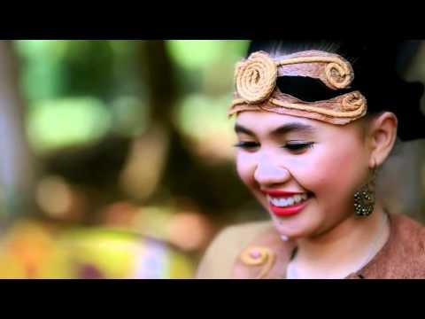 Lagu Dayak Kalimantan Barat  PAGUH BENUA BORNEO Voc  Fausta HD