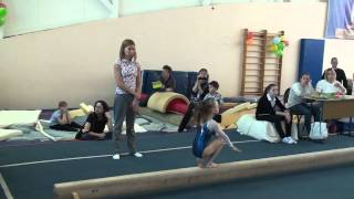Катя - первые соревнования по спортивной гимнастике)))