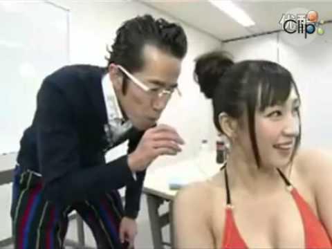 Gameshow Nhật  Trò hút sữa trên người thiếu nữ Nhật