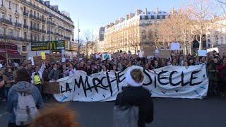 """Paris : la """"Marche du siècle"""" fait le plein pour le climat   AFP News thumbnail"""