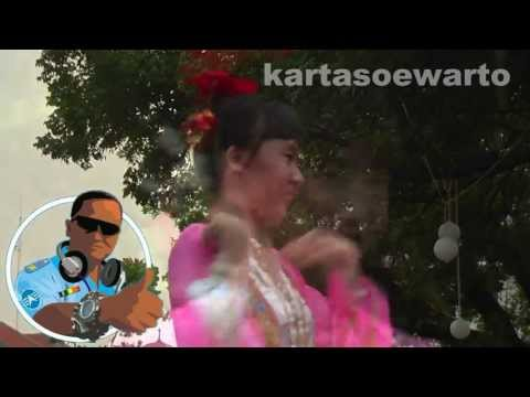 Indonesian Chinese Girl Dancers (Disco Remix)