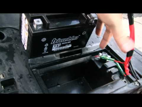 How To Charge A Scooter Battery: Yamaha Vino 125 & Battery Tender Jr. (HD)