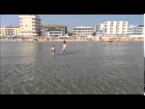 Cosa fare a Bellaria Igea Marina? Un tuffo, dove l'acqua è più blu!