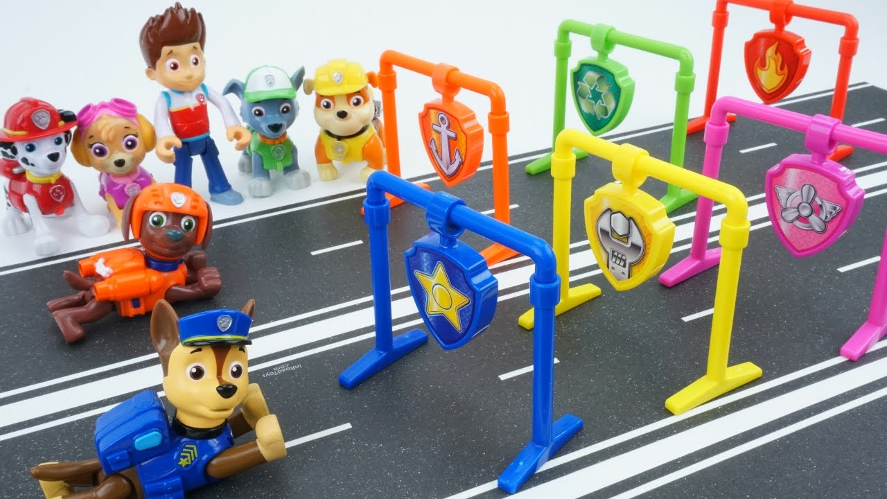 paw patrol toys pull back pup racers adventure bay speedway pups marshall chases skye race track. Black Bedroom Furniture Sets. Home Design Ideas