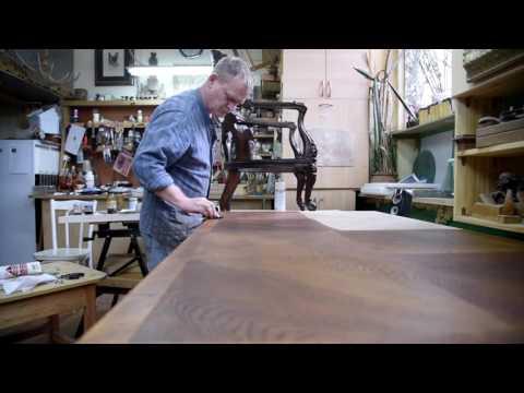 Покрытие морилкой столешницы антикварного стола 19 века смотреть в хорошем качестве