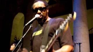 "The Dirtbombs - ""Here Comes That Sound Again""+2 - Detroit Institute Of Arts - October 27, 2006"