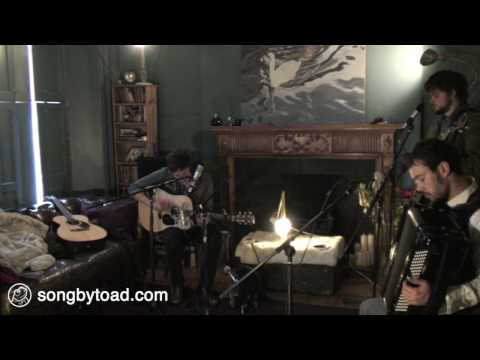 Mumford & Sons - Awake My Soul (Toad Session)