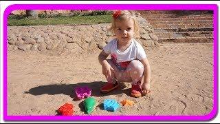 Figuri colorate in nisip  Ne jucam si invatam culorile cu Anabella Show