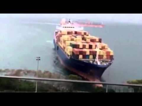 Raw: German Container Ship Runs Aground