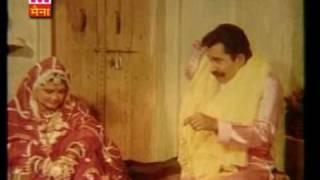 byahli gori rang mahal mai baithi dekhai shisha(FILM LADO BASANTI)