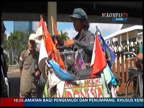 Keliling Indonesia Dengan Onthel