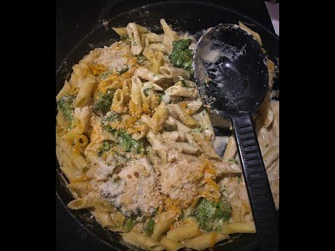 Gluten Free Vegan Mac and Cheese with Broccoli