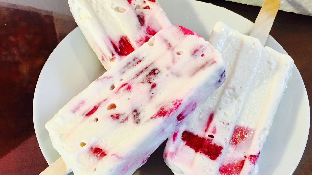 Paletas De Fresas Con Crema Strawberries And Cream Popsicles