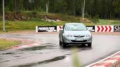 Opel Astra Sports Tourer - ajettavuus (NRO12/2011)