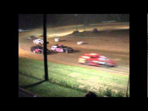 Modified race at Centerville Speedway featuring Brint Hartwick