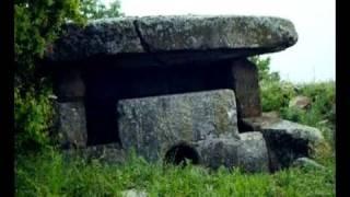 видео Дольмены - История Кавказа (Геленджик)