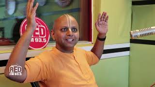 Gaur Gopal Das Explaining How to Overcome the Fear of Meeting New People| Red FM | RJ Rishi Kapoor |
