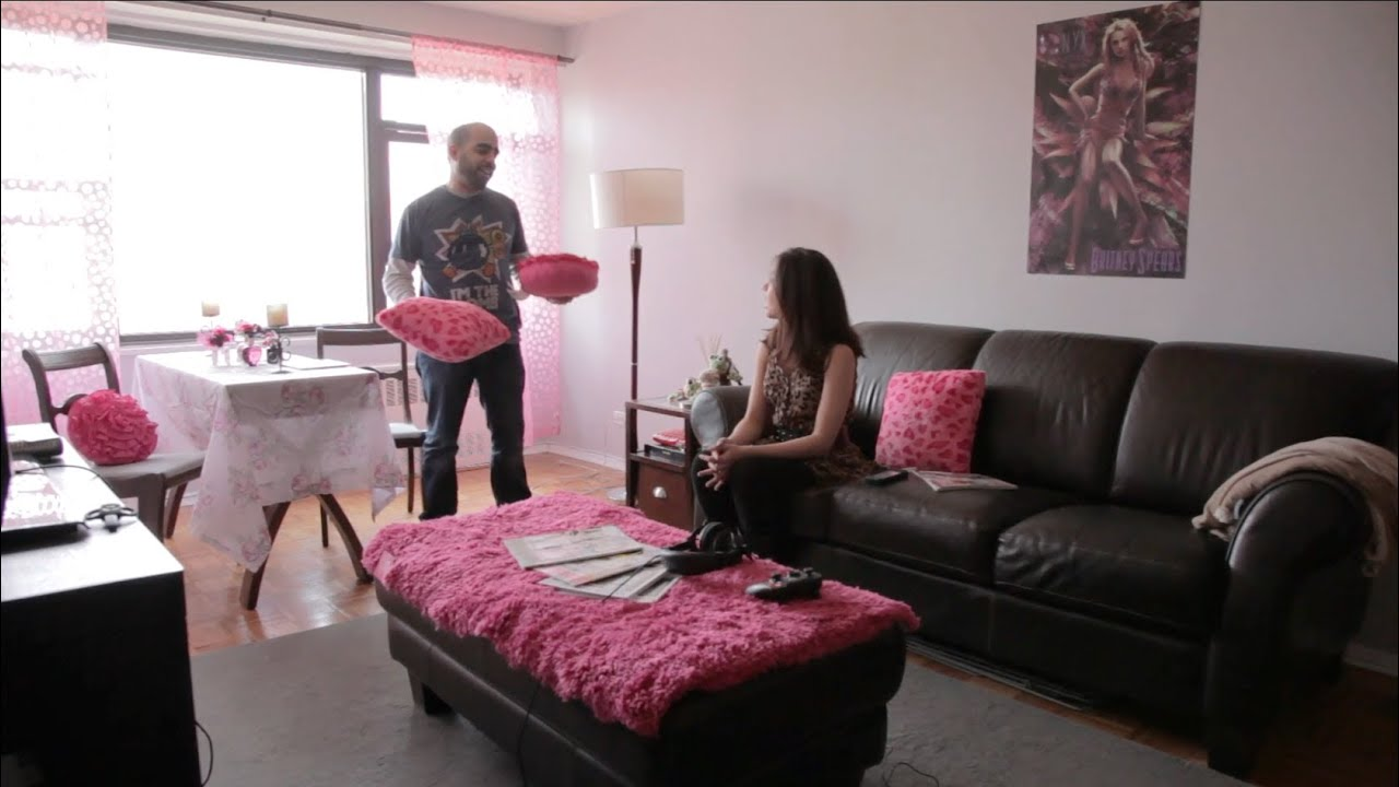 Couple fights over pink apt design - Pink Pillows vs ...