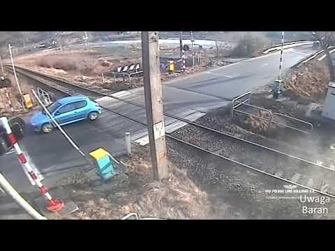 polskie-ulice-#106-kierowco-włącz-myślenie-,-pociąg-to-nie-zabawka