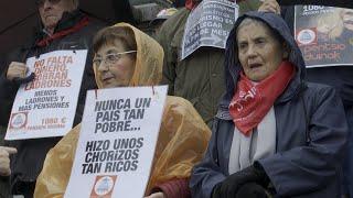 Pensionistas cumplen 100 lunes consecutivos manifestándose en Bilbao