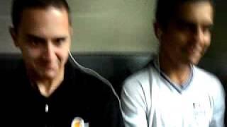 Lucas e Itim no ônibus