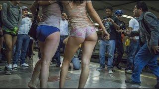 Repeat youtube video Capitalinos viajan sin ropa en el metro