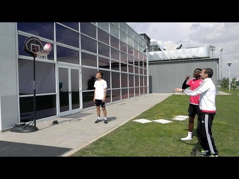 Juventus Shot Challenge: Allegri vs Pogba, basketball edition