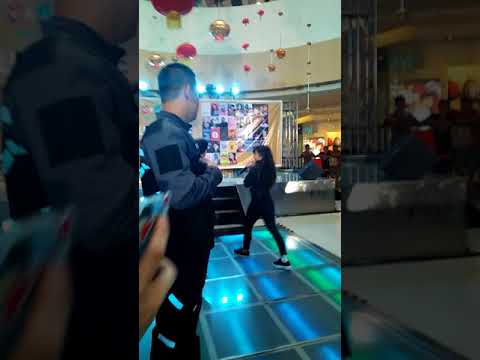 JulianElla perform Tumalon at VRJ Bestseller Booksigning ❤