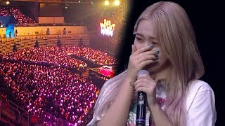 Cover images [ENG SUB] Red Velvet reacts to fans singing Candy (사탕) at REDMARE concert | 레드벨벳