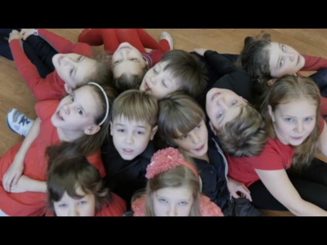 """Изображение предпросмотра прочтения – «Школа №1293 3 """"В"""" класс» читают произведение «Ворона и Лисица» И.А.Крылова"""