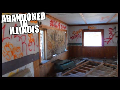 Abandoned In Ilinois - Exploring Old Family Household Turned Homeless Refuge